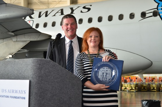 Georgianne Graves receiving sponsor award from US Airways